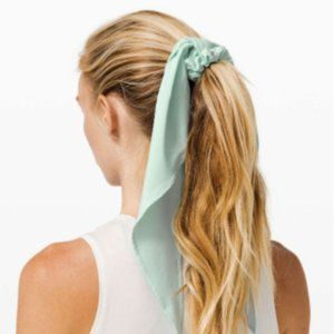 NWT Lululemon Uplifting Scrunchie *Flow-Blue Glow